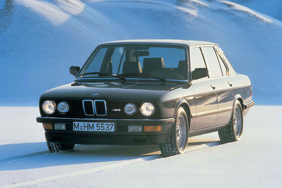 BMW-M5_1984_1600x1200_wallpaper_01.jpg