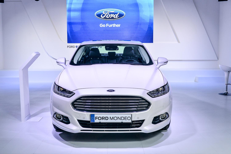 2015 Ford Mondeo Hybrid 02.jpg
