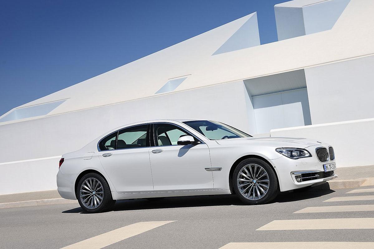 BMW-7-Series_2013_1600x1200_wallpaper_0f.jpg