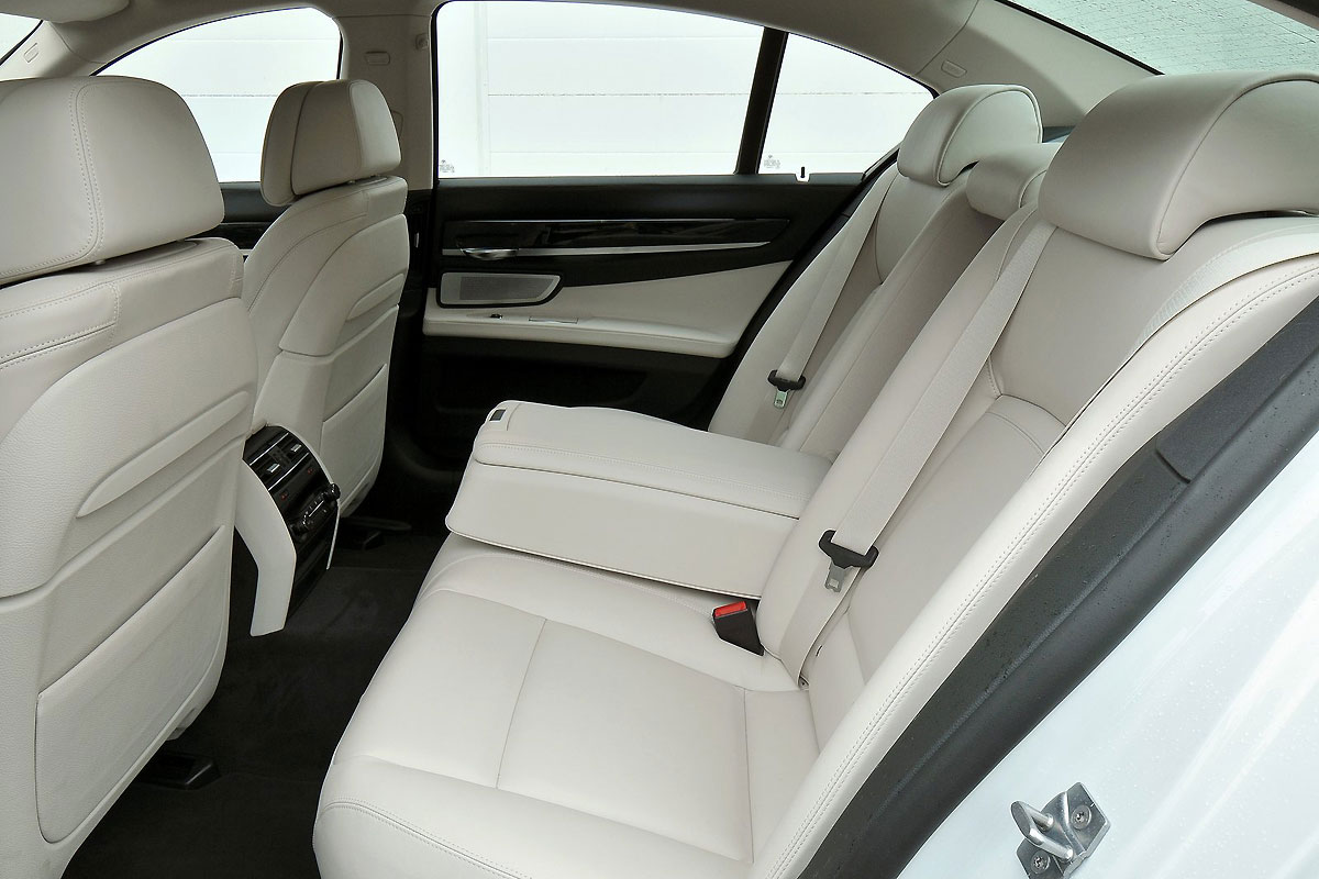 BMW-7-Series_2013_1600x1200_wallpaper_3e.jpg