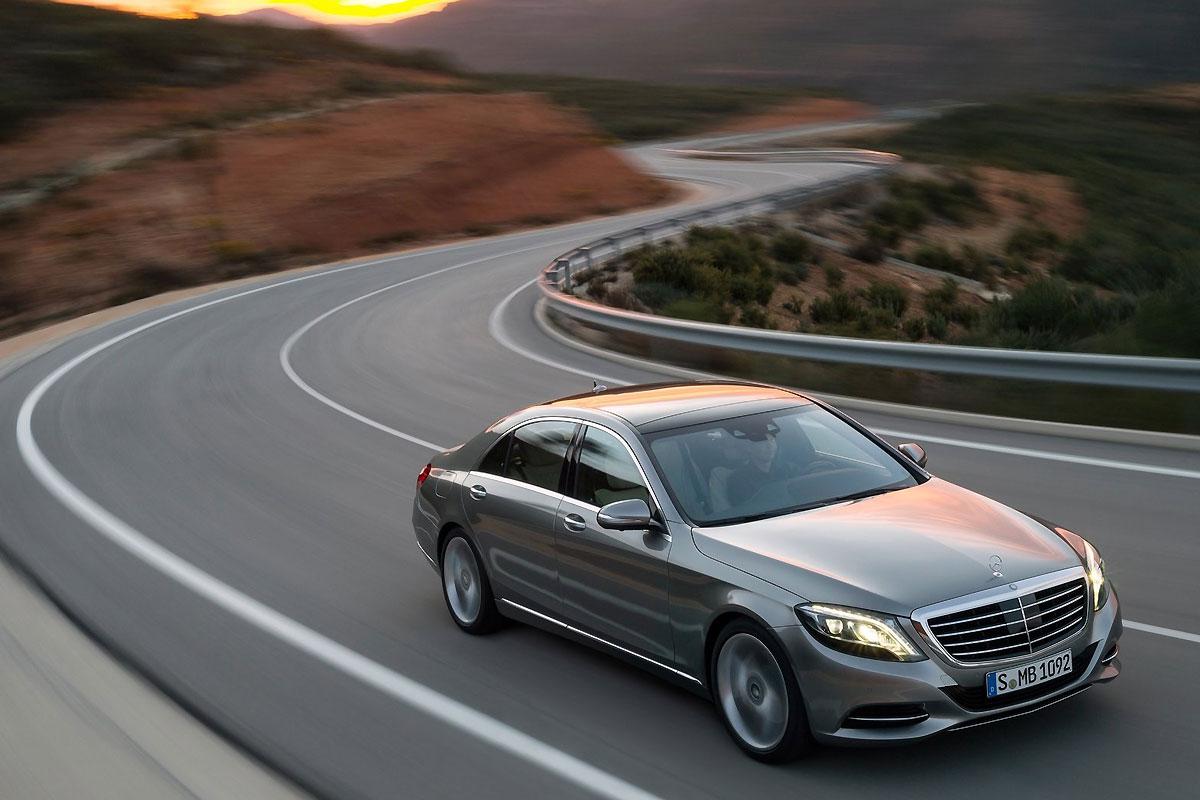 Mercedes-Benz-S-Class_2014_1600x1200_wallpaper_05.jpg