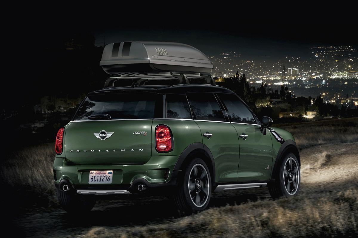 MINI Countryman運動休旅在開創MINI家族產品全新風貌之餘,也保有MINI始終如一的極短前後懸與寬輪距設計,聰明創造出實用又舒適的車內空間;距離地面較高的運動休旅車特性也提供車主更具安全感的遼闊視野。MINI Countryman的超大後車廂空間高達350升,可以輕鬆容納每一趟旅程的必需用品;如需更大的置物空間,後座前後可調的範圍達13公分,讓後車廂空間立即從350公升增加至450公升,後座椅背更可依40:20:40的比例傾倒,讓行李箱空間升級至1,170公升,可供自由運用的大空間為生活增添