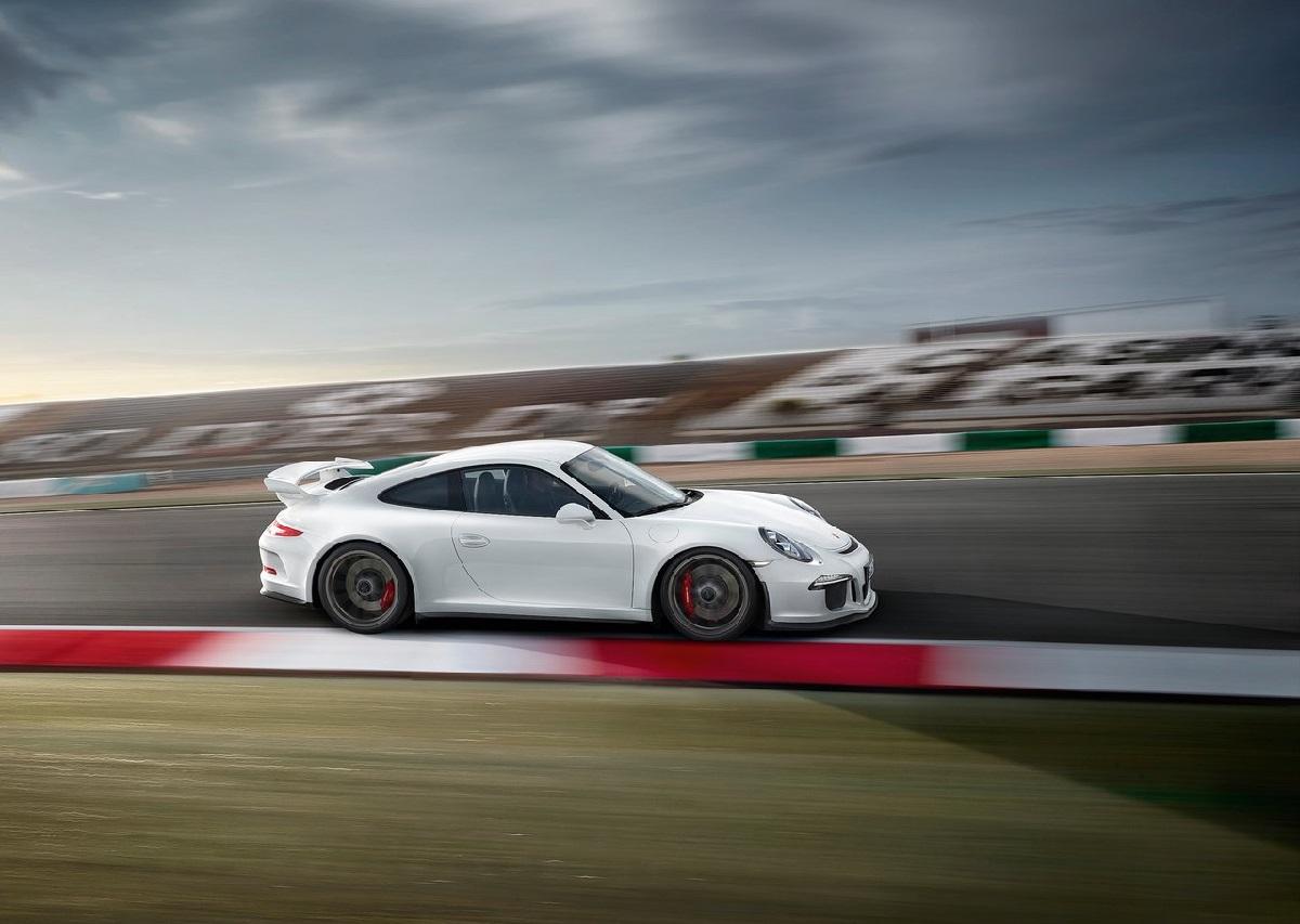 Porsche-911_GT3_ (1).jpg