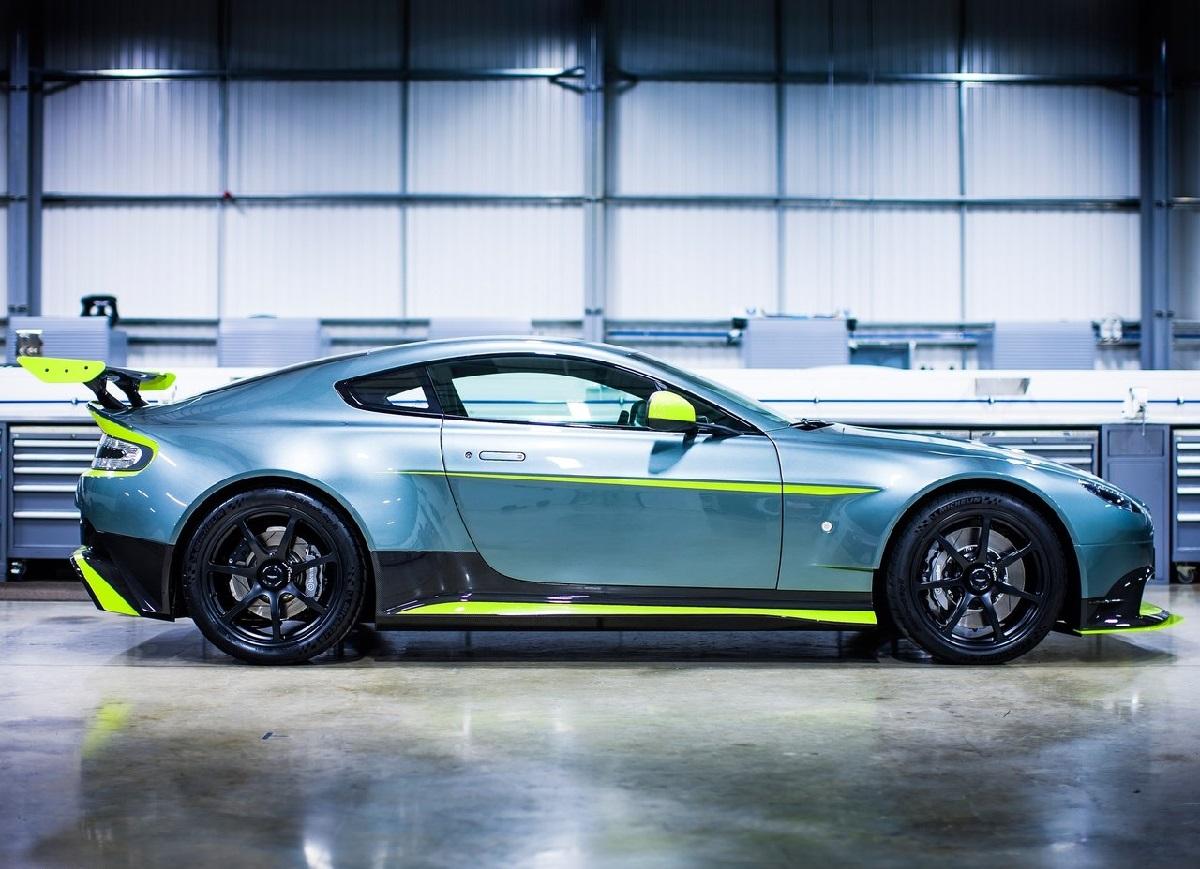 Aston_Martin-Vantage_GT8-2017 (4).jpg