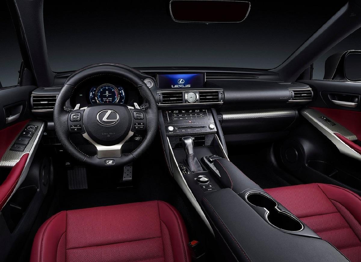 Lexus-IS-2017 (1).jpg