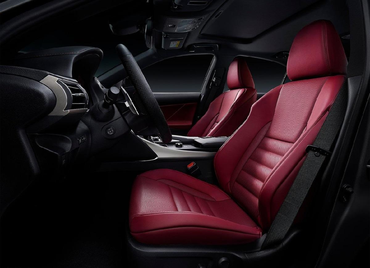 Lexus-IS-2017 (2).jpg