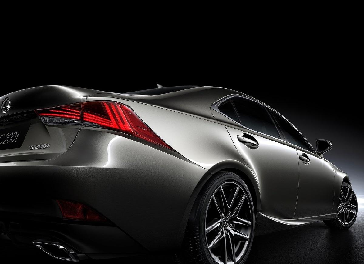 Lexus-IS-2017 (3).jpg