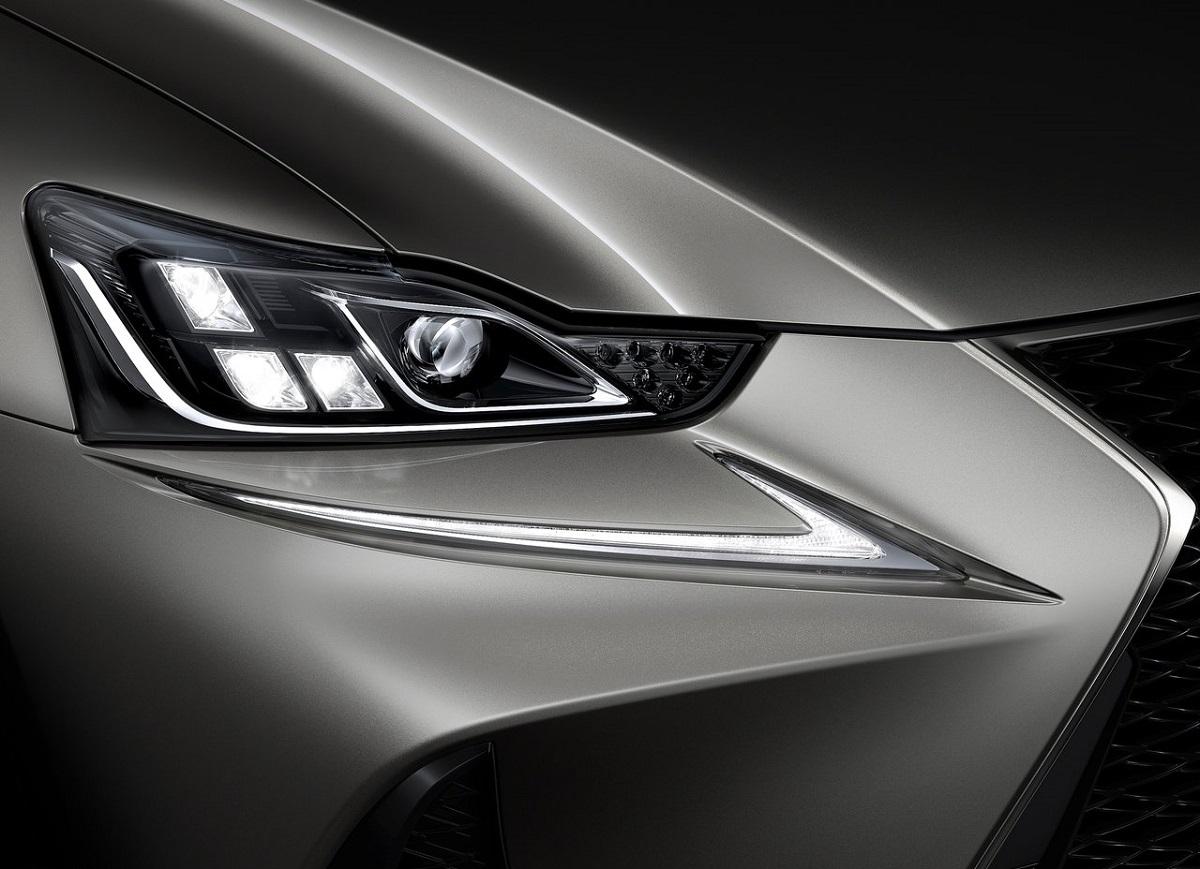Lexus-IS-2017 (4).jpg