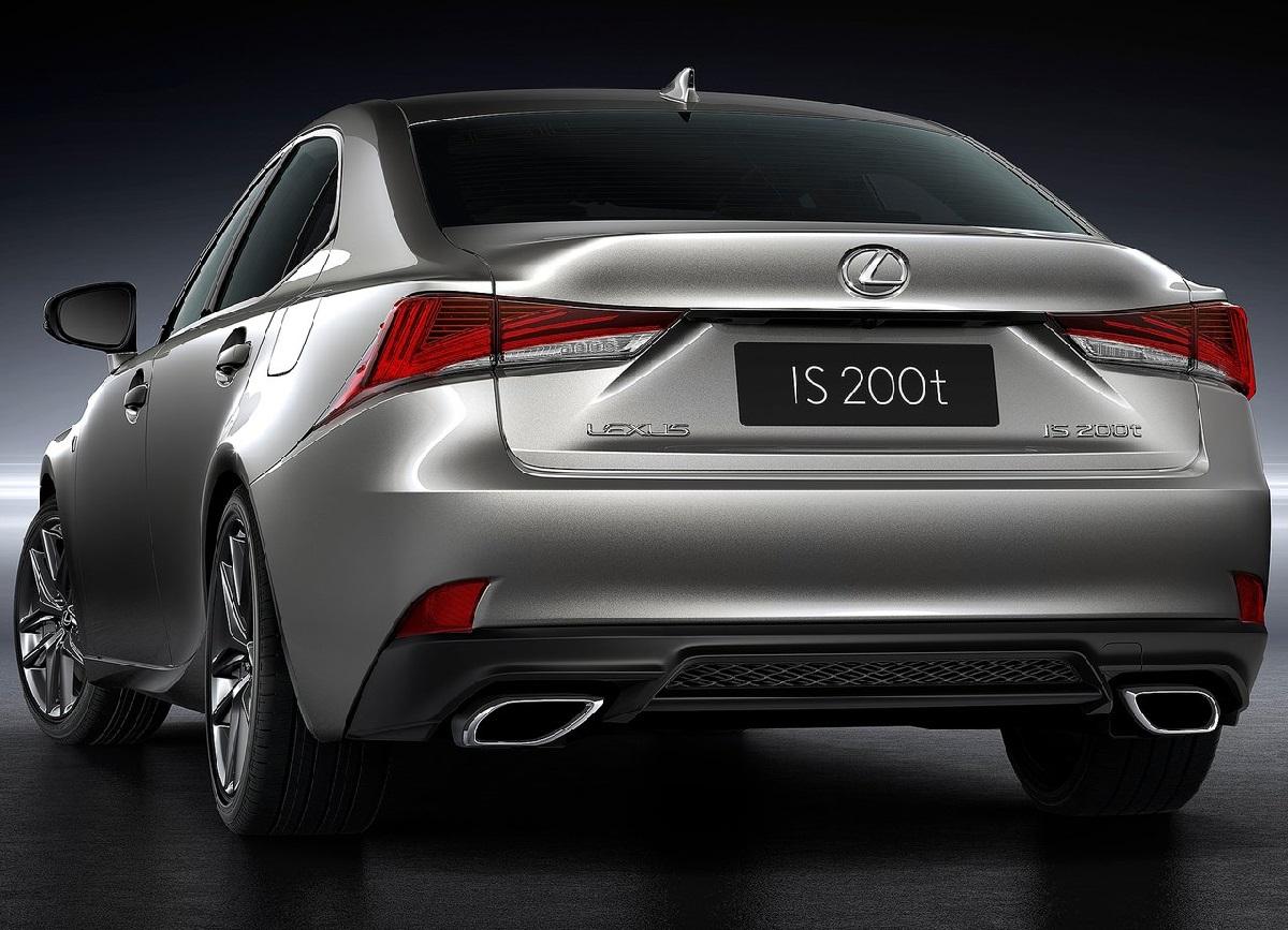 Lexus-IS-2017 (7).jpg