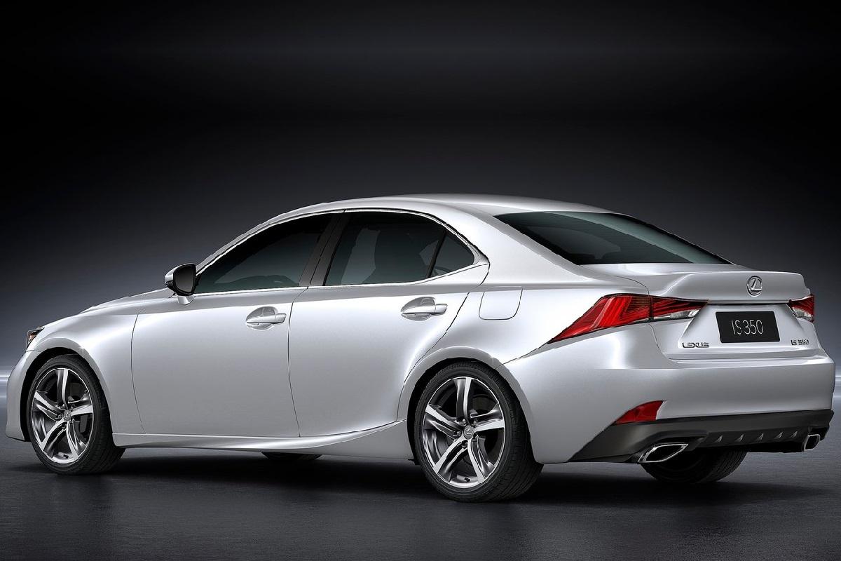 Lexus-IS-2017 (8).jpg