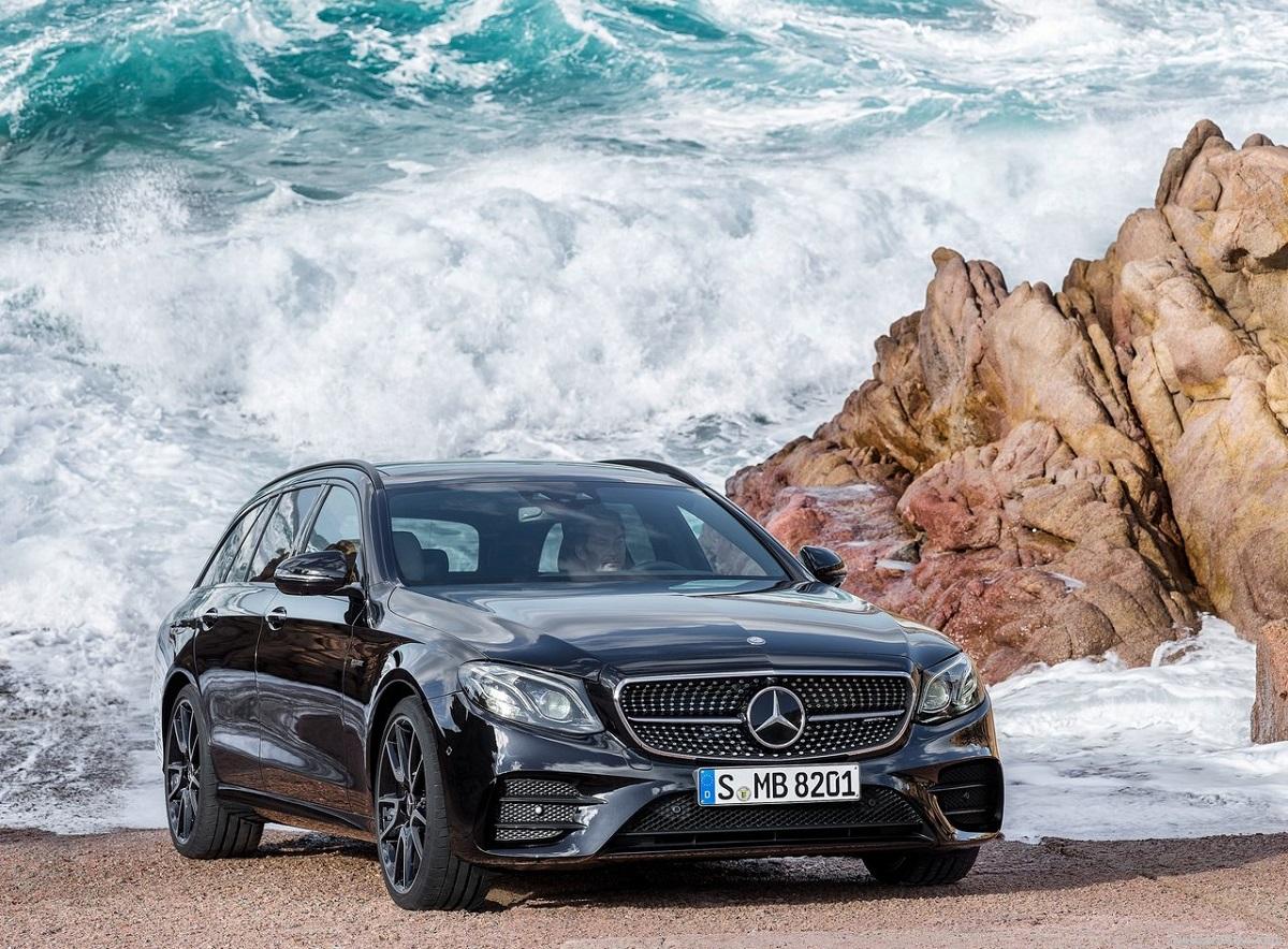 Mercedes-Benz-E43_AMG_4Matic_Estate-2017 (3).jpg