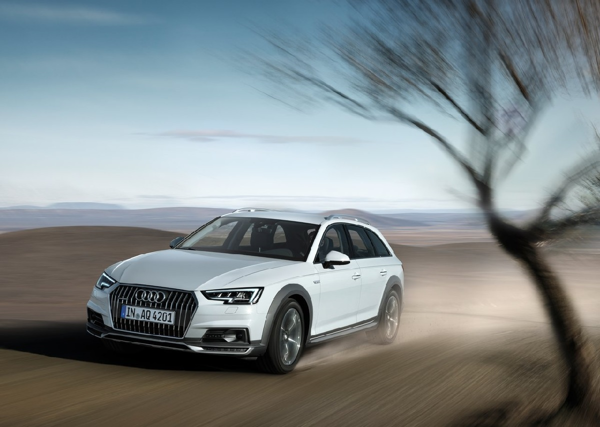Audi-A4_allroad_quattro_2017 (1).jpg