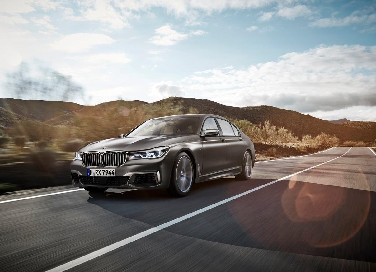 BMW-M760Li_xDrive_2017 (1).jpg