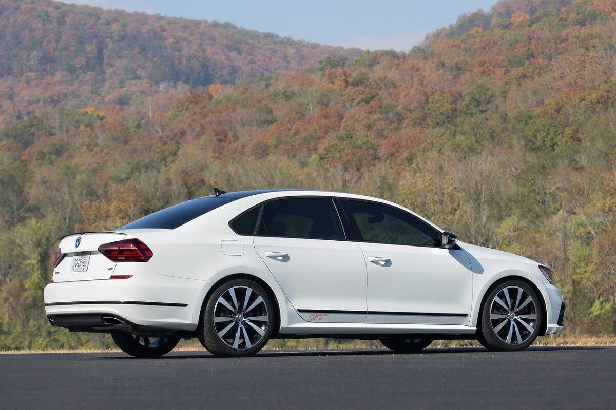 Volkswagen-Passat_GT_Concept-2016 (5).jpg