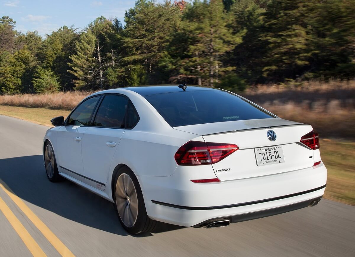 Volkswagen-Passat_GT_Concept-2016 (6).jpg