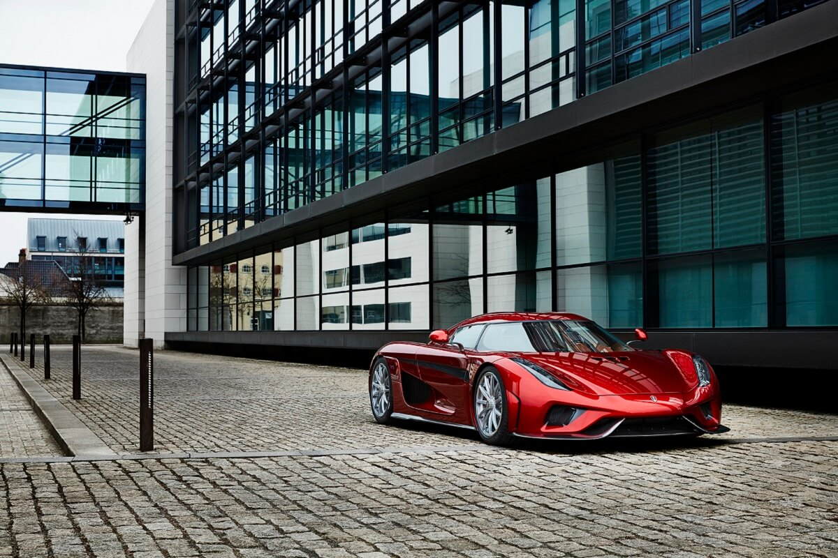 Koenigsegg_Regera_Building_MJ_14210_rev_LR.jpg