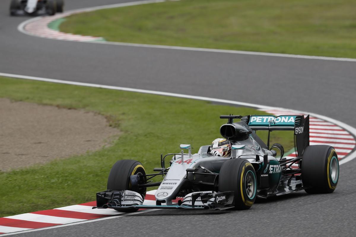 Lewis Hamilton雖在正賽時起跑失利落至第八名,但在車輛動力單元之優勢及換胎策略運用得當下ㄧ路追擊,最後奪得季軍.jpg