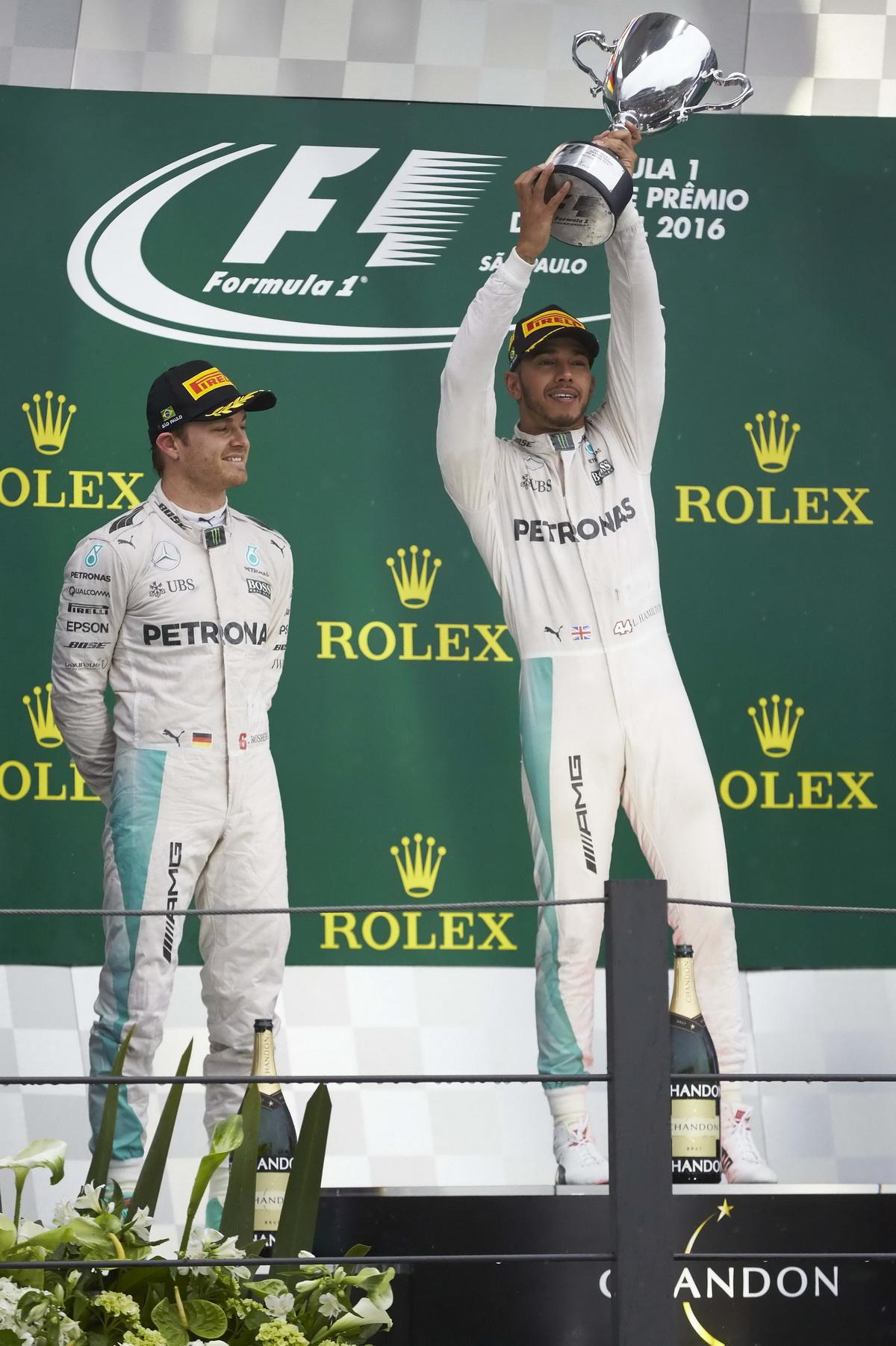 Lewis Hamilton與Nico Rosberg於巴西戰結束後,兩者積分縮短至12分,最後年度車手冠軍鹿死誰手,最終站阿布達比站才將分出勝負!.jpg