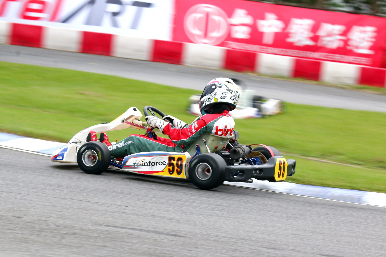YAMAHA SL錦標賽中唯一的女車手崔靜瑜雖然最終未能登上頒獎台,卻於當天跑出台灣本土車手最佳單圈成績,實力仍受肯定。.JPG