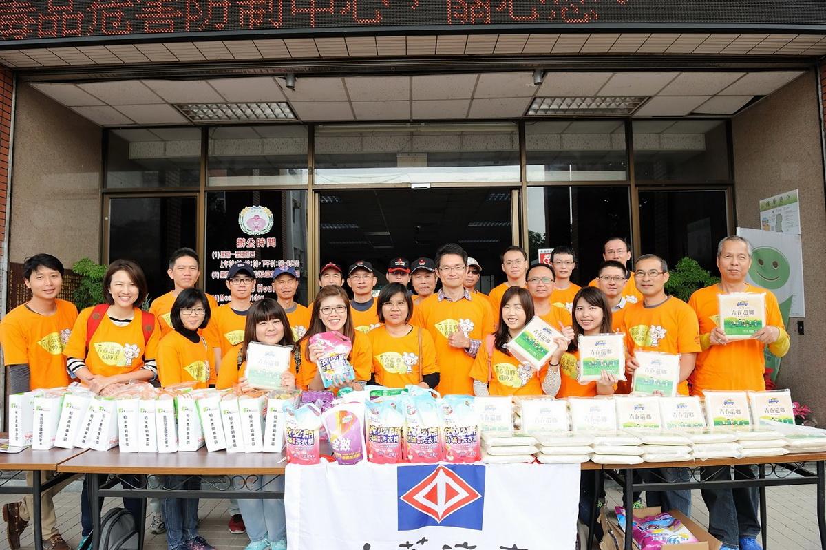 中華汽車青春還鄉 志工協助發送民生物資及稻米給當地低收入戶.jpg