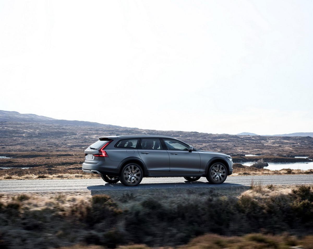Volvo-V90-CC-New-26.jpg