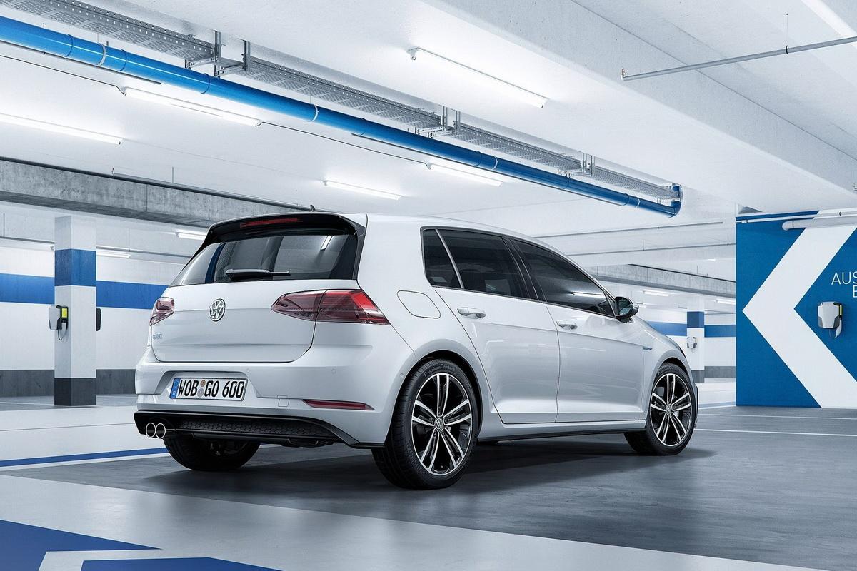 Volkswagen-Golf-2017-1600-17.jpg