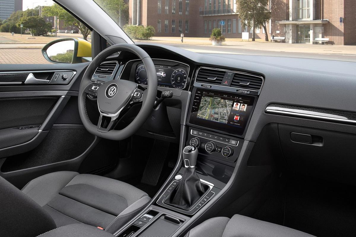 Volkswagen-Golf-2017-1600-1f.jpg