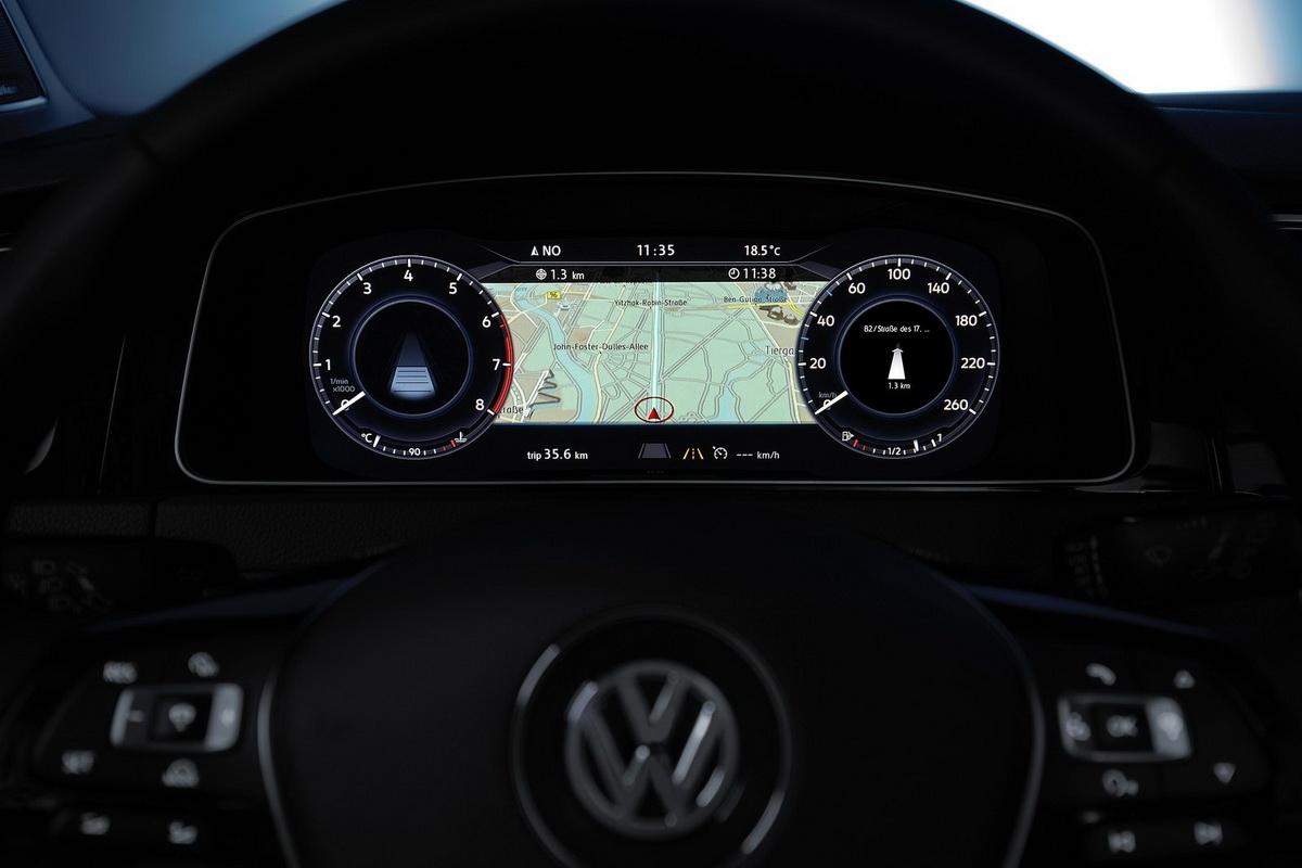 Volkswagen-Golf-2017-1600-22.jpg