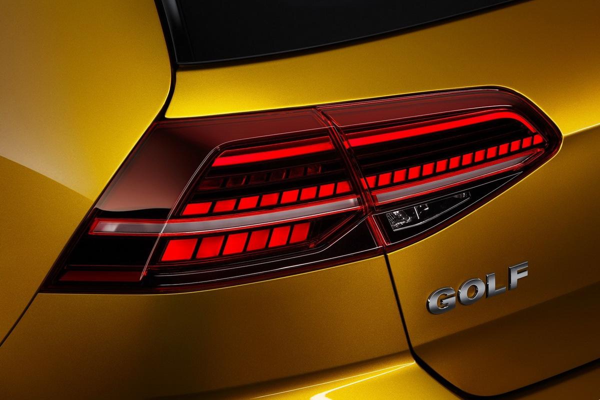 Volkswagen-Golf-2017-1600-29.jpg