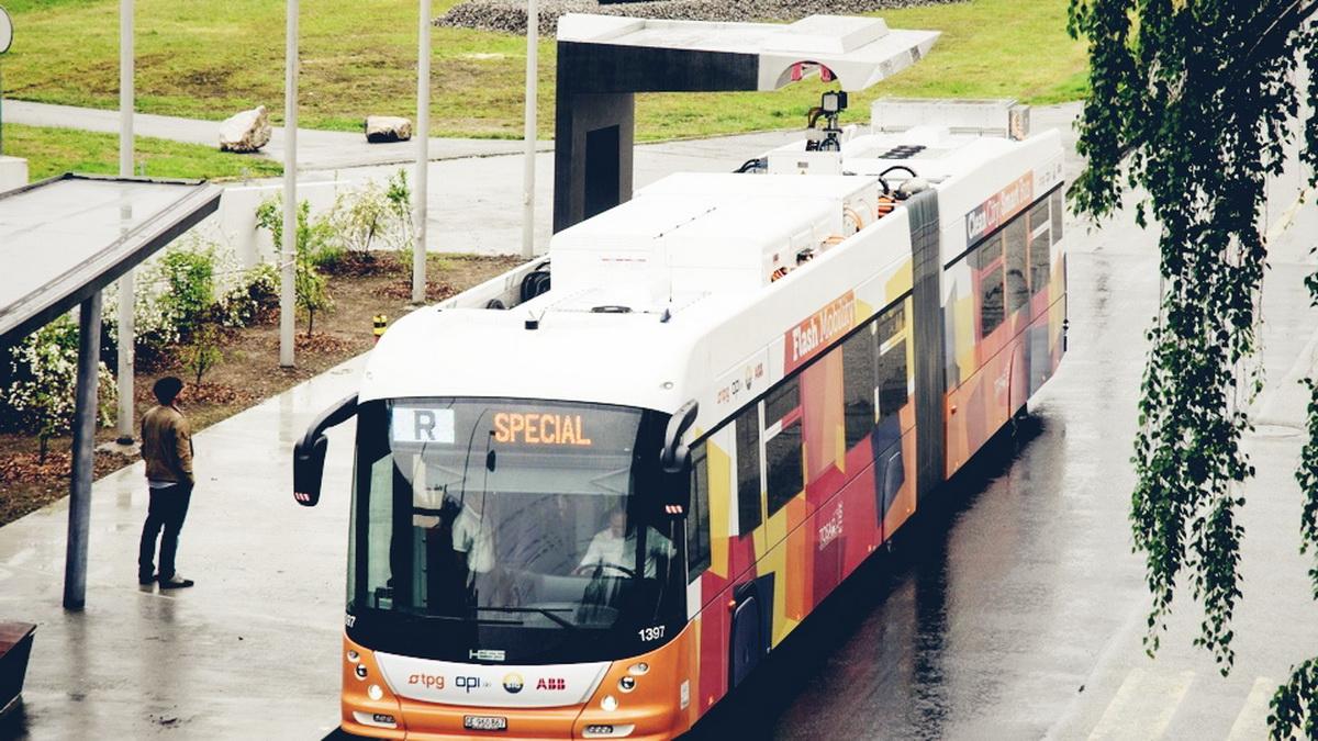 tosa-bus-geneva-02.jpg