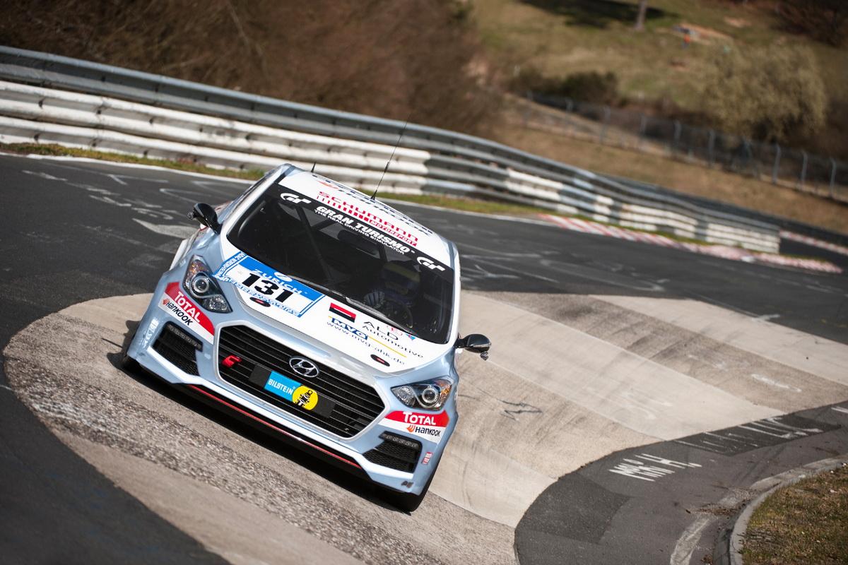 mid-N-rburgring-Der-Hyundai-i30-Turbo-feiert-ina-203177.jpg