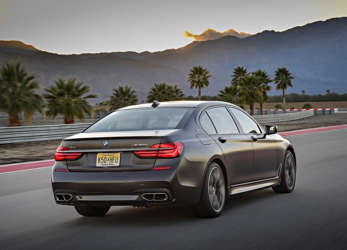 BMW-M760Li_xDrive-2017 (2).jpg