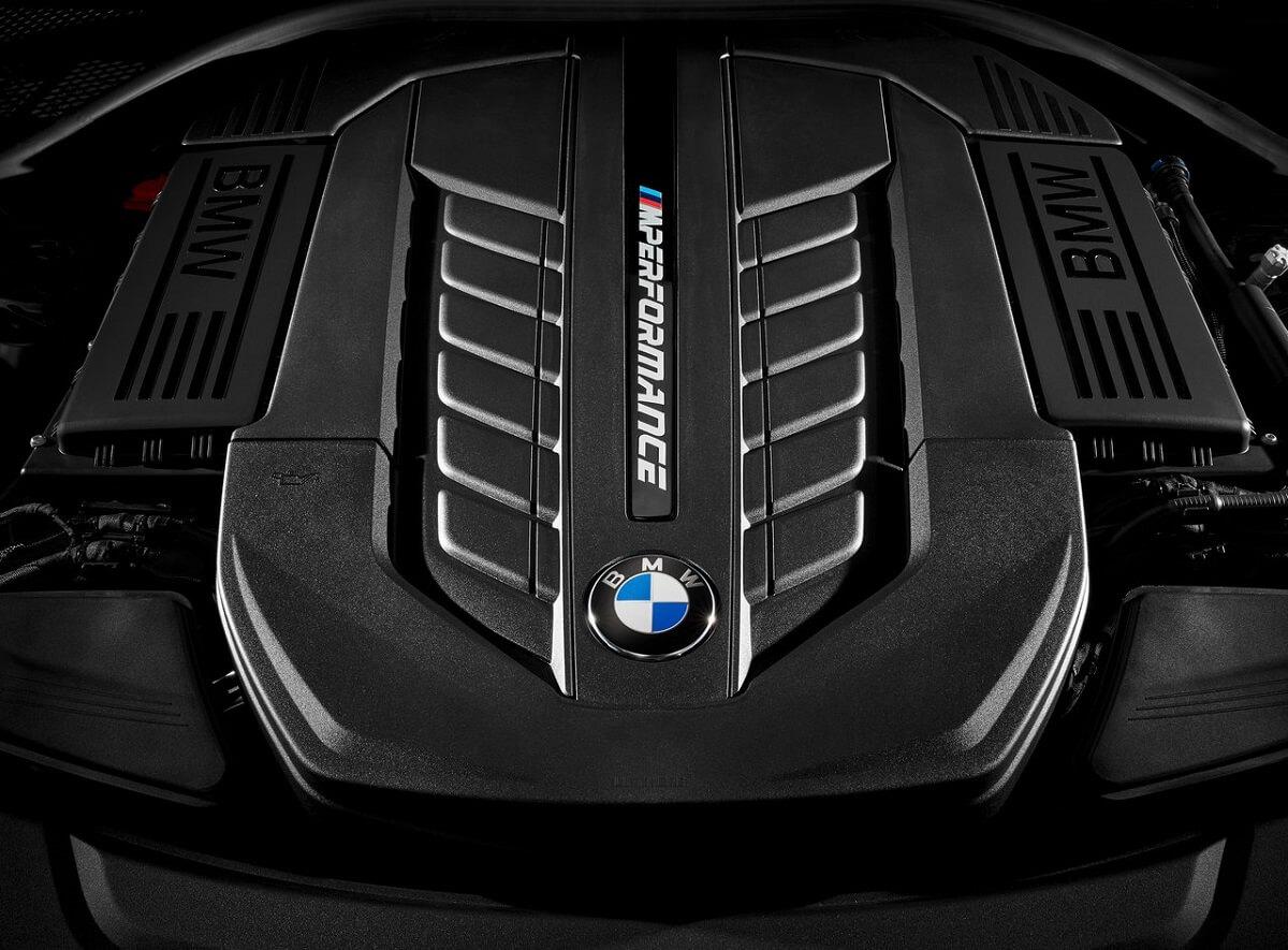 BMW-M760Li_xDrive-2017 (3).jpg