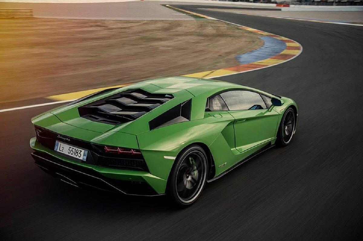 Lamborghini Aventador S (5).jpg