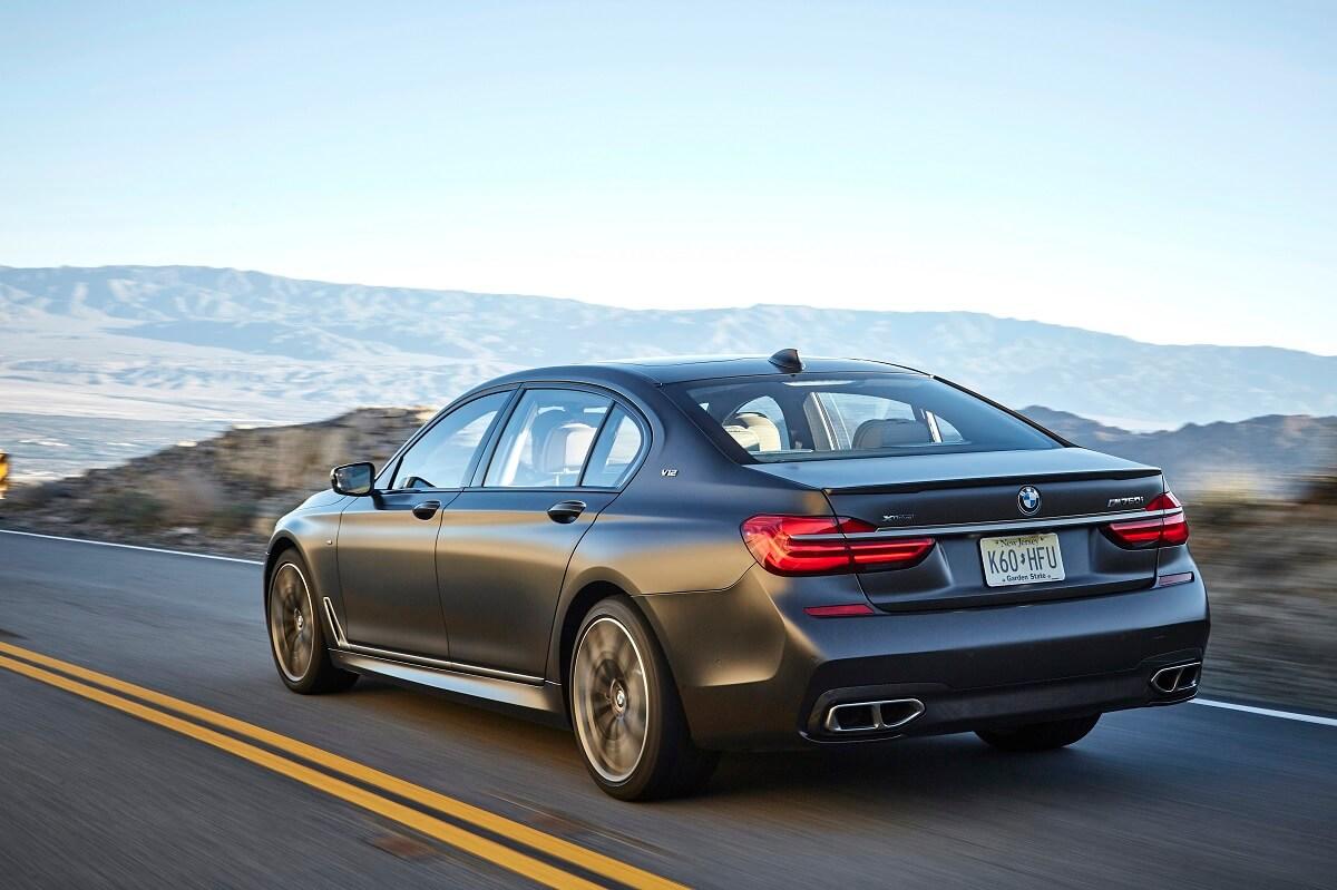 BMW M760Li xDrive (21).jpg