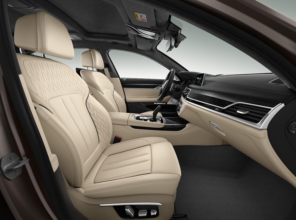 BMW M760Li xDrive (3).jpg