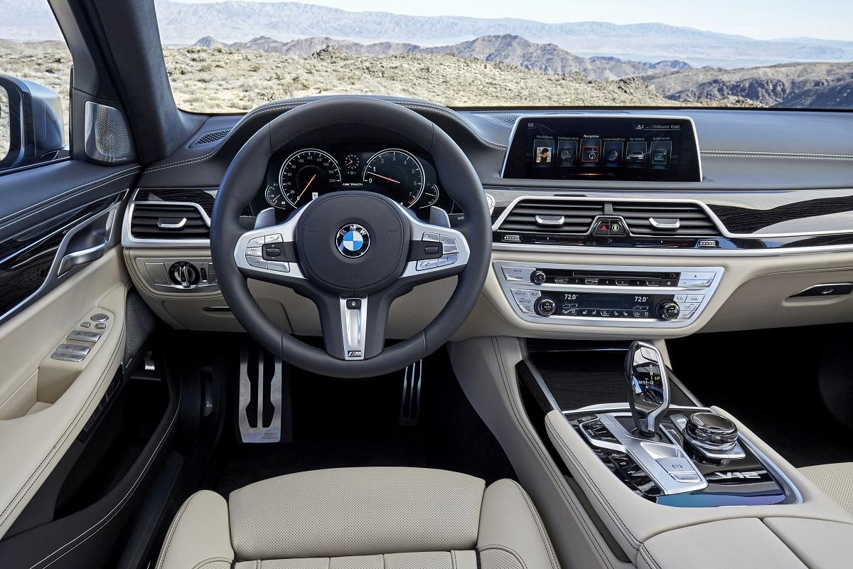 BMW M760Li xDrive (5).jpg