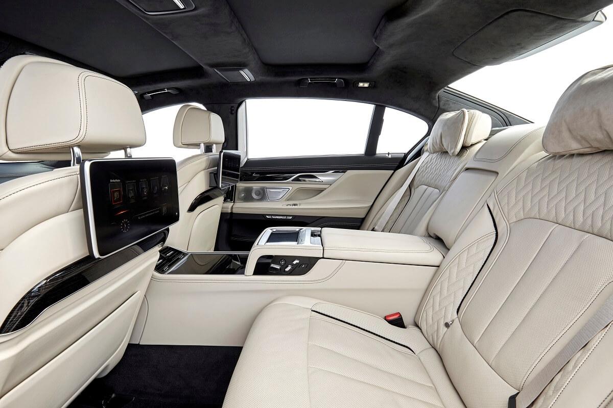 BMW M760Li xDrive (7).jpg