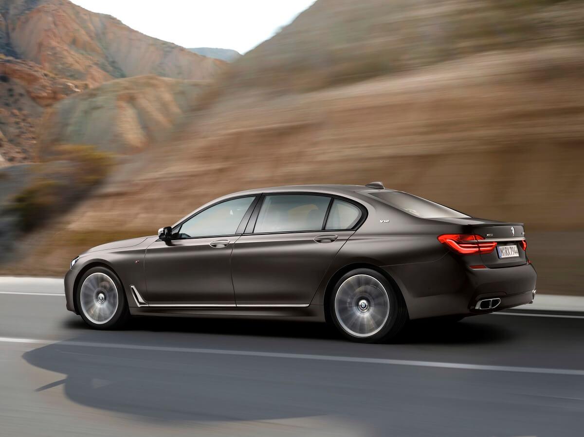 BMW M760Li xDrive (8).jpg