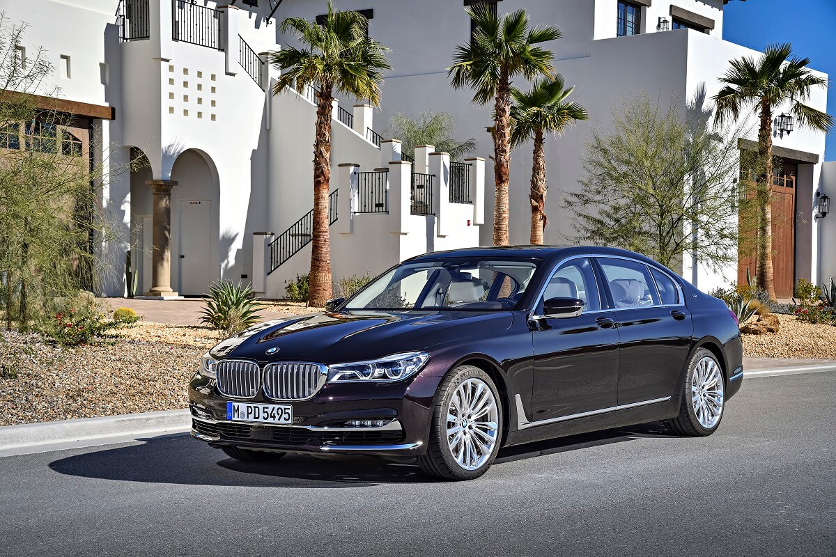 BMW M760Li xDrive V12 Excellence (2).jpg
