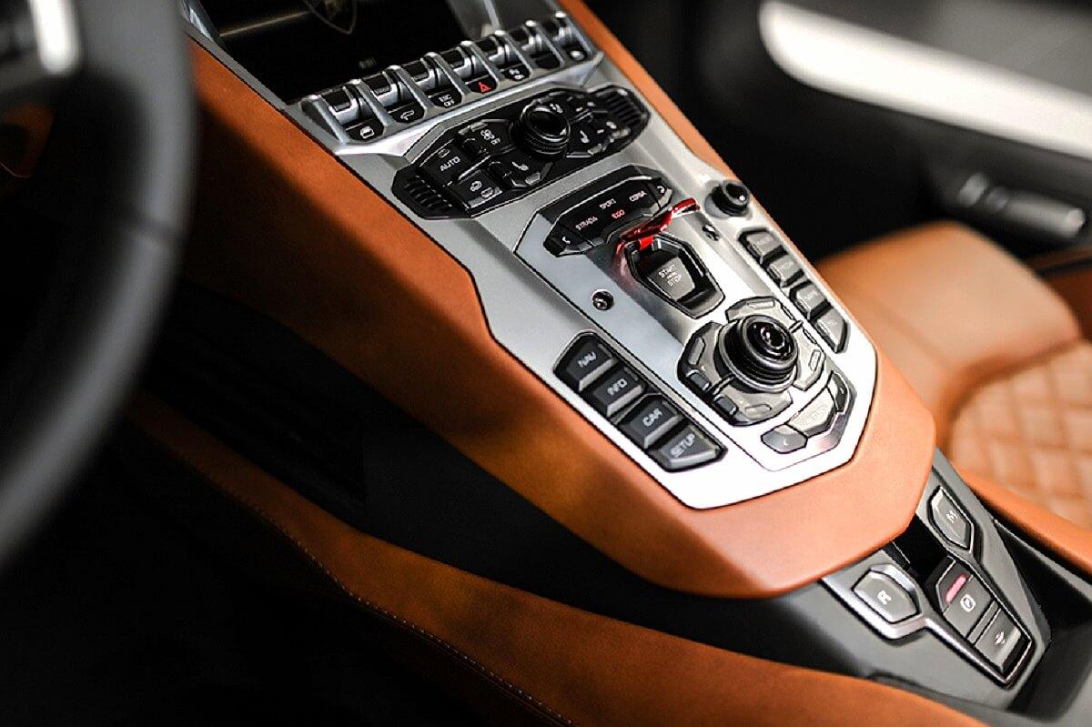 Lamborghini Aventador S (8).jpg