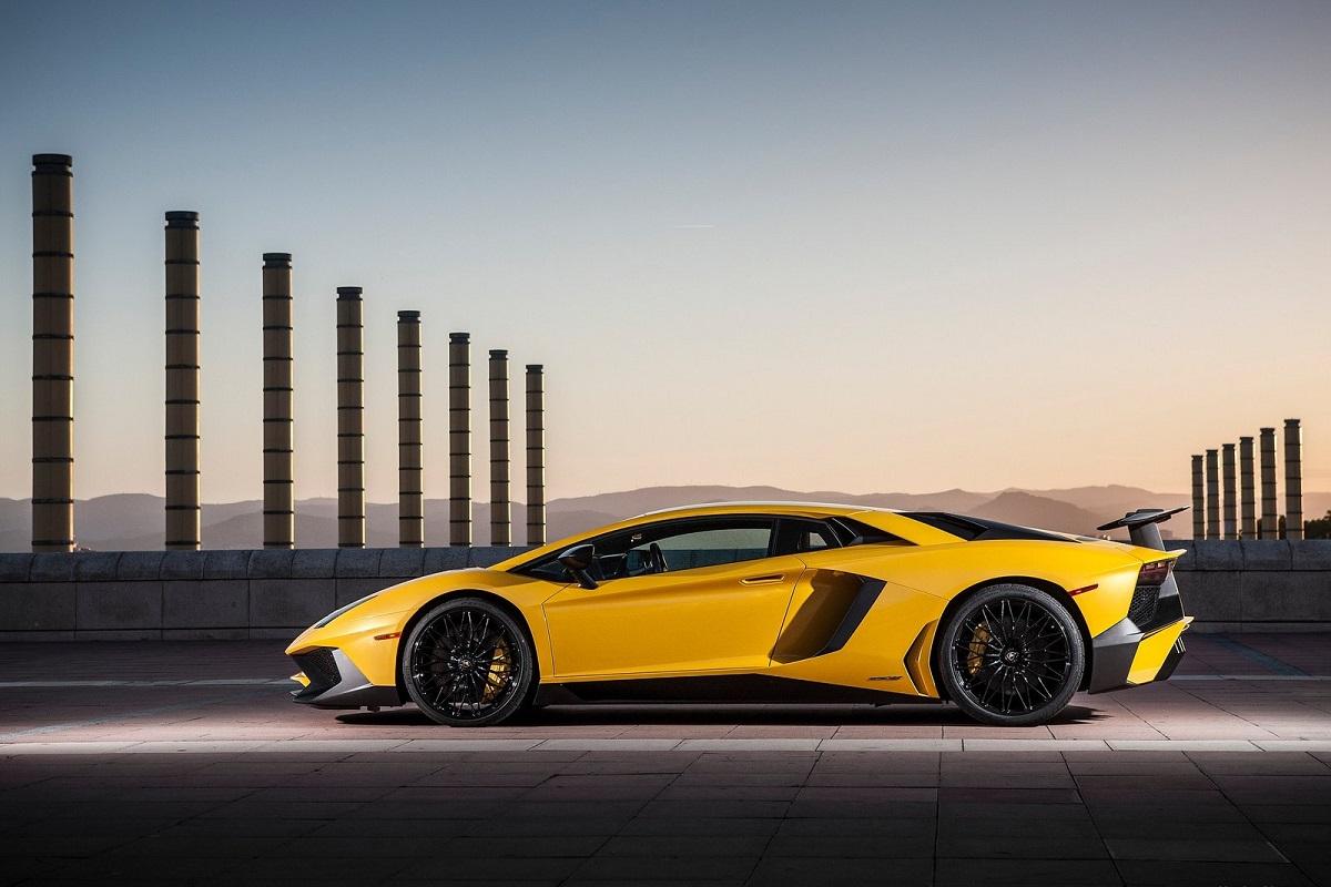 Lamborghini-Aventador_LP750-4_SV-2016.jpg