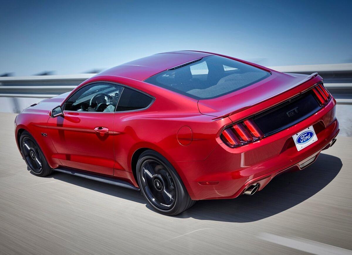 Ford-Mustang-2016 (2).jpg