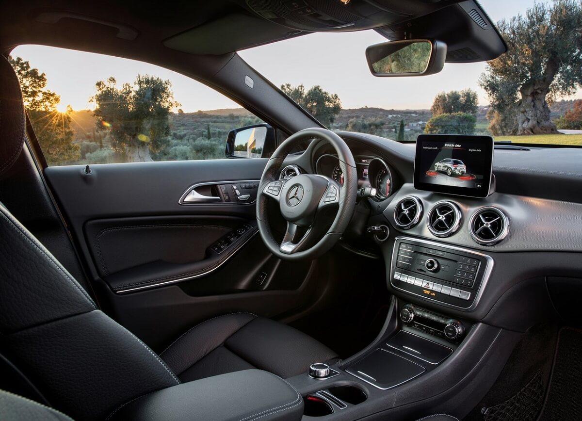 Mercedes-Benz-GLA45_AMG-2018 (12).jpg