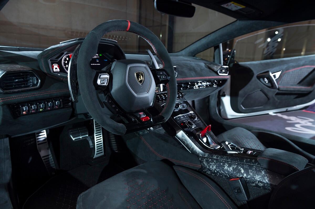 Lamborghini Huracan Performante (2).jpg