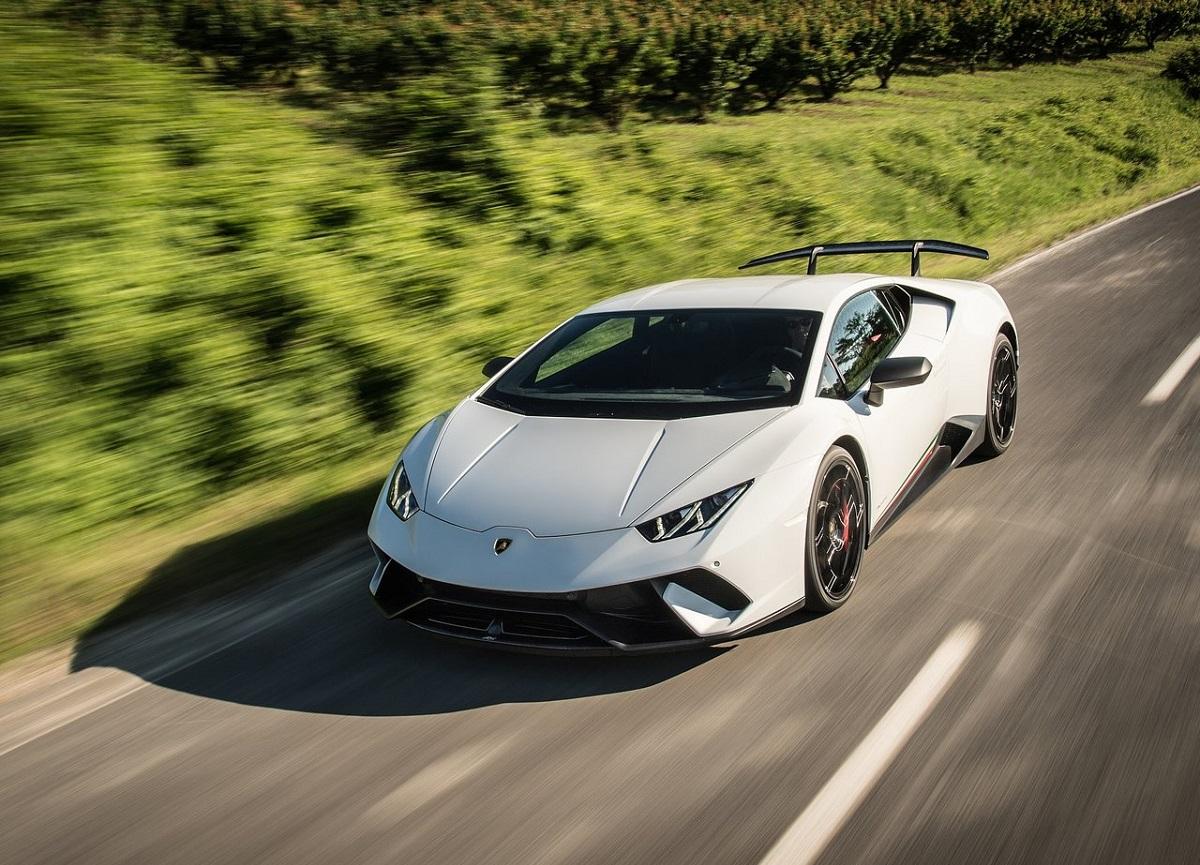 Lamborghini-Huracan_Performante-2018 (1).jpg