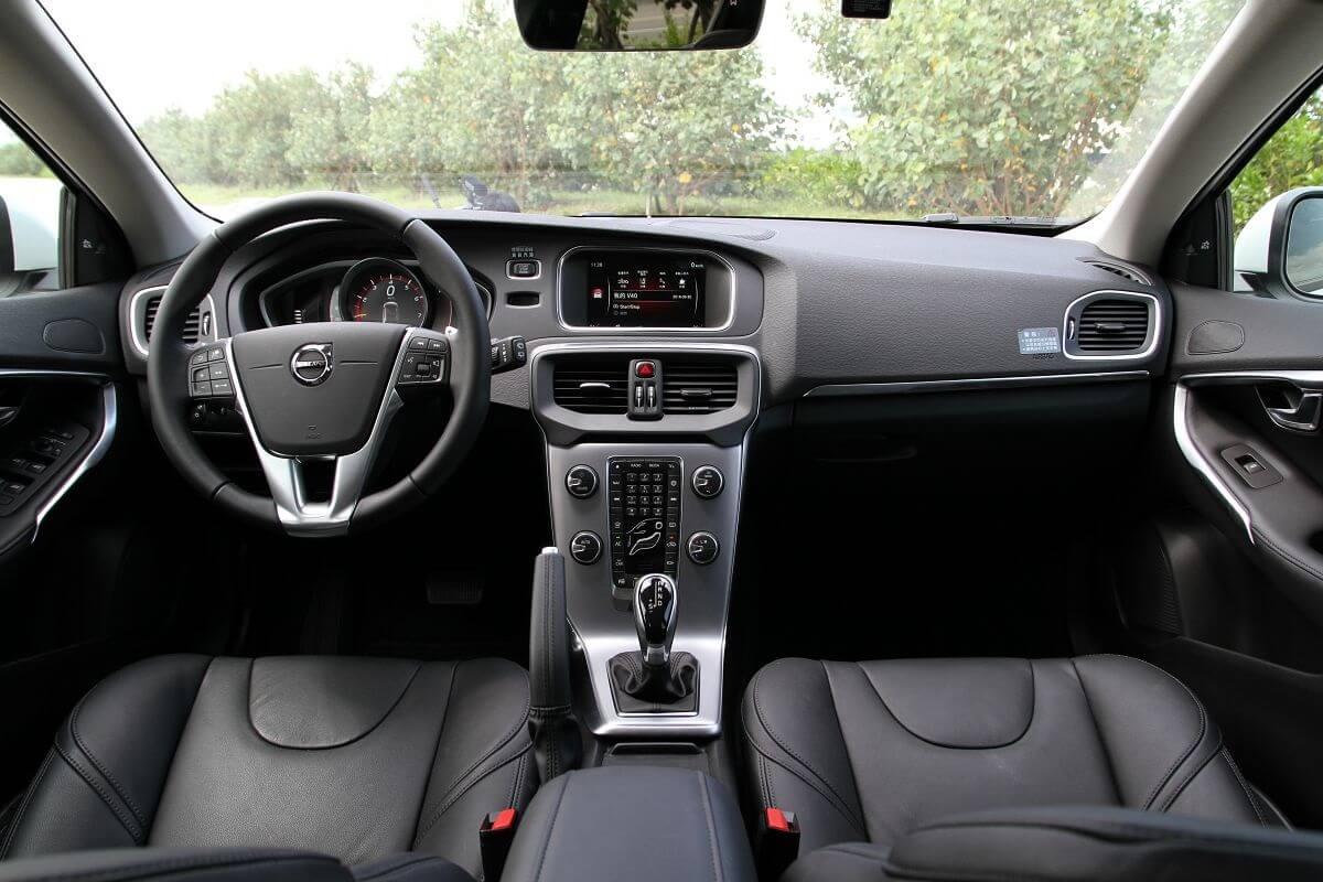 Volvo-V40 (4).jpg