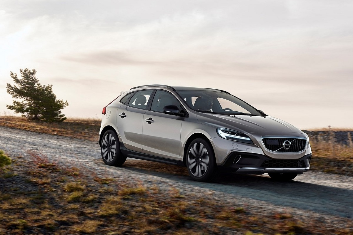Volvo-V40_Cross_Country-2017.jpg