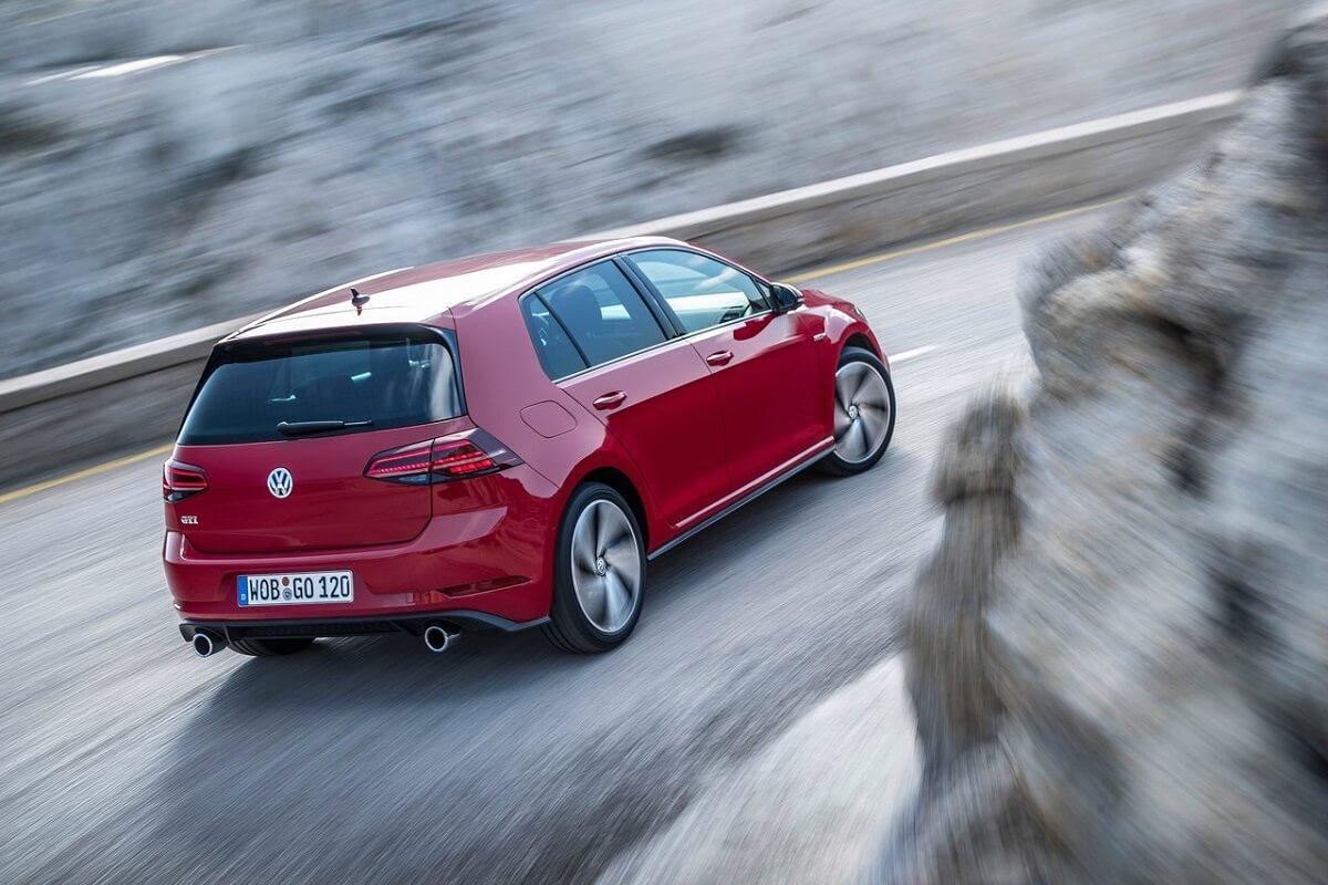 Volkswagen-Golf_GTI (4).jpg