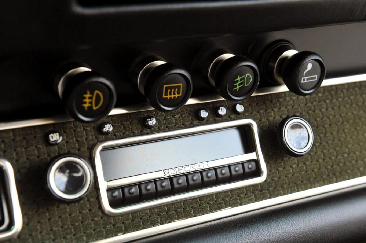singer-911-silver-69-1100x732.jpg